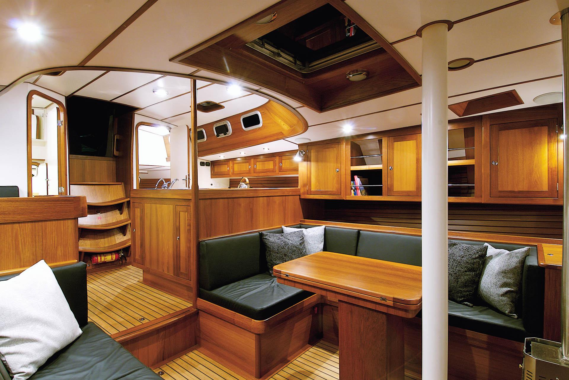 Hutting 50 interior
