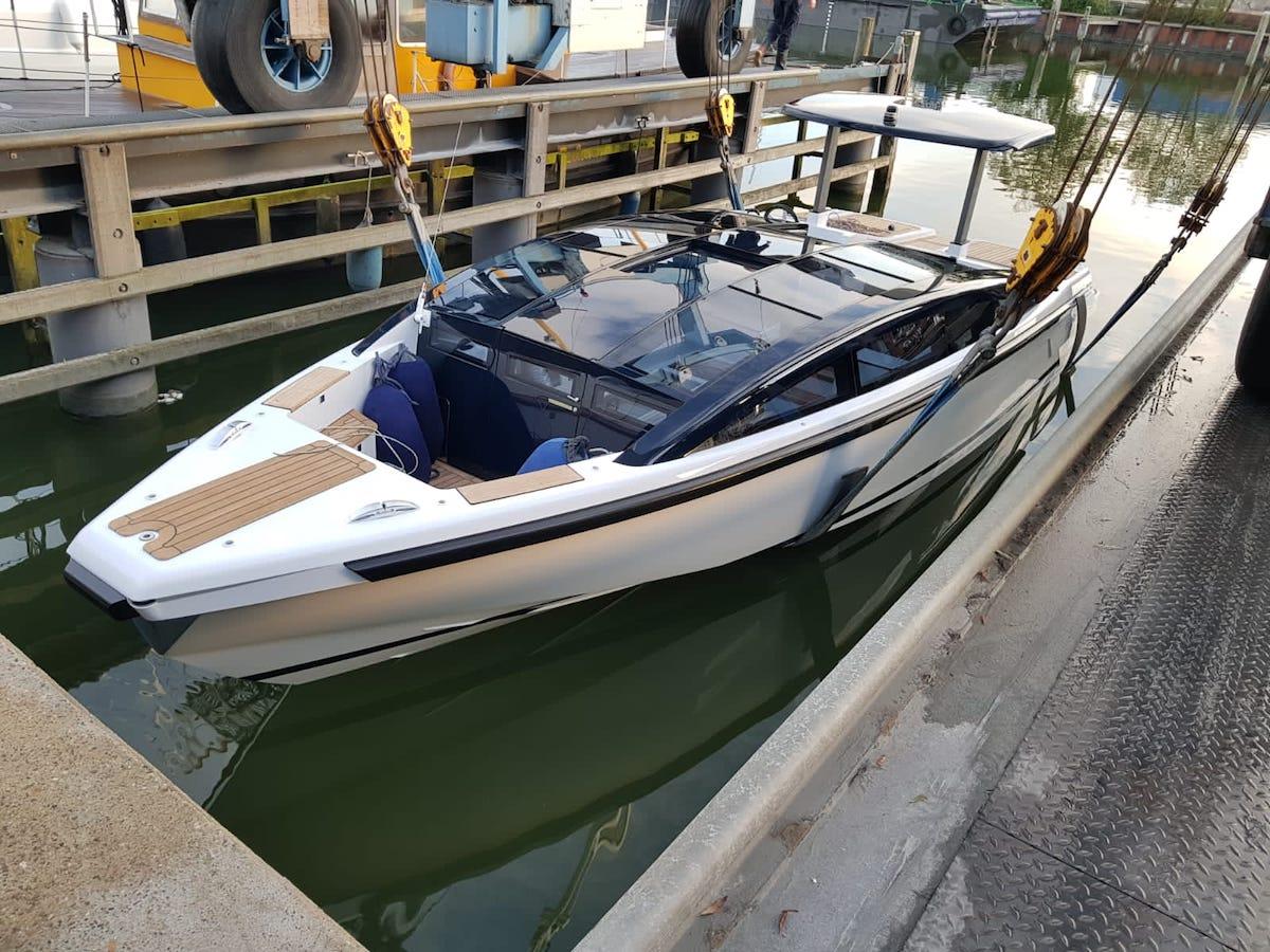 Refit en onderhoud aan Tender to Yalla Hutting Yachts