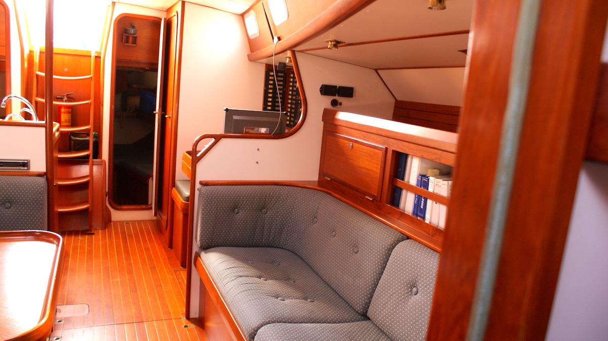 interior brokerage hutting 47
